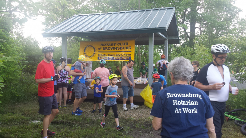 Brownsburg Rotarians passing out water and fruit to participants of the B&O Bike Ride